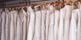 suknie ślubne na wieszakach