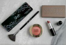 kosmetyki do codziennego makijażu, szminka, pędzel do makijażu, róż