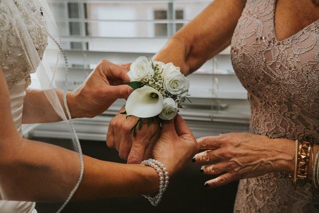 panna młoda i mama panny młodej, suknia dla mamy panny młodej