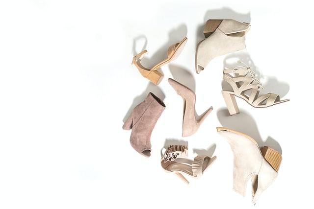 beżowe buty damskie, szpilki, botki, sandałki
